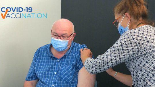 Media Release TDHS Vaccination Clinic Garry Ross, Amanda Nash